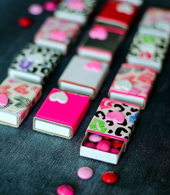 Как сделать своими руками подарок из подручных материалов