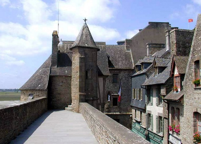 mont saint michel village tourism essay Pilgrimage to mont saint-michel this was a tourist trap  the village or commune of saint-james is twenty kilometers from mont saint-michel.