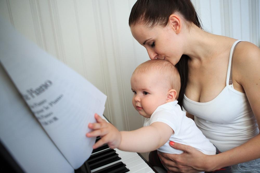 Мальчик шалит с мамой фото 337-726